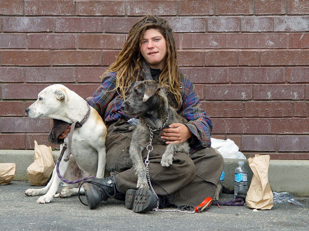 homeless_woman_with_dogs